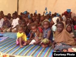 Trẻ em chạy lánh cuộc nội chiến ở Cộng hòa Trung Phi tại trại tỵ nạn Gado Badzere ở Cameroon. (Ảnh: Eugene Nforngwa)
