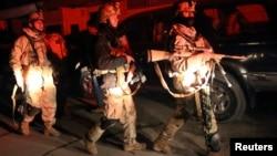 Afghan security forces arrive on scene of restaurant attack, Kabul, Jan. 17, 2014.