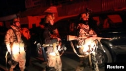 Afghan security forces arrive on scene of restaurant attack, Kabul, Jan. 17, 2014.