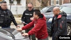 Las nuevas directrices convierte en deportables a personas arrestadas por robo de artículos en tiendas u ofensas menores de tráfico.