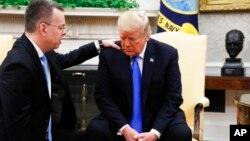 Дональд Трамп с пастором Брансоном в Белом доме