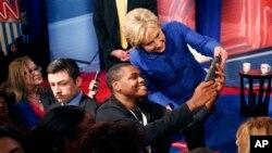希拉里•克林頓在南卡與支持者合照