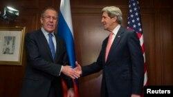 지난 25일 독일 베를린에서 시리아 사태에 관해 협의한 세르게이 라브로프 러시아 외무장관(왼쪽)과 존 케리 미국 국무장관.