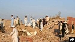 په پاکستان کې د ژغورنې عمله خلګ د نړیدلي ودانۍ نه راباسي