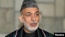 Tổng thống Afghanistan Hamid Karzai trong một cuộc họp báo tại Dinh Tổng thống ở Kabul, 13/12/2012