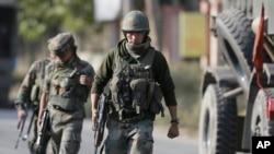 印度军人在印控克什米尔地区巡逻(资料图)
