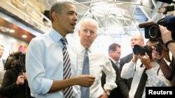 El presidente Barack Obama (Izq.) junto al vice President Joe Biden inician una nueva gira para promover la aprobación de la reforma migratoria.