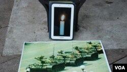 香港網民呼籲各界人士使用手機應用程式的白色燭光,在各區的公園進行悼念六四活動,讓六四燭光遍地開花(美國之音湯惠芸)