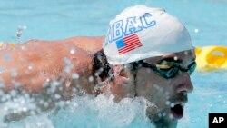 Michael Phelps quedó en sugundo lugar de los 100 metros mariposa, en Mesa, Arizona.