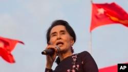 آن سان سوچی یکی از نامزدان مطرح انتخابات هشتم نومبر در برما است.