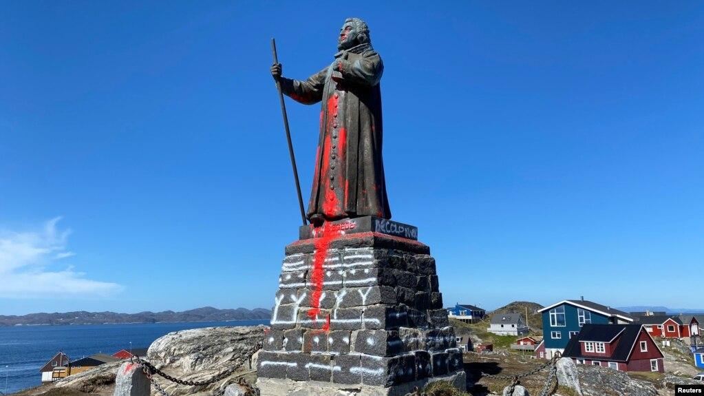 The statue of Hans Egede is seen after being vandalized in Nuuk, Greenland June 21, 2020. (Ritzau Scanpix/via REUTERS)