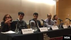 """新学院世界濒危学者项目举行""""对学术研究的持续威胁"""".研讨会(从左至右)主持人玛克、徐友渔、叙利亚学者阿尔·拉贾布、伊朗学者塔基巴克什、土耳其学者托克塔米斯)(美国之音方冰拍摄)"""
