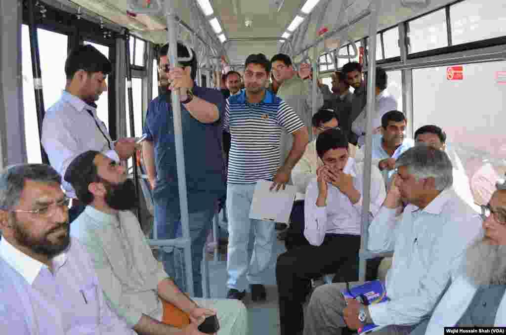 ہر بس میں 150 مسافروں کے سفر کرنے کی گنجائش ہے۔