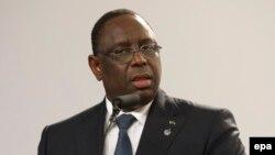 Le président du Sénégal Macky Sall parle lors d'une conférence de presse à La Valette, Malte, 12 Novembre 2015
