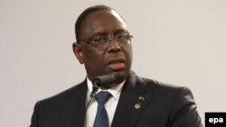 Le président du Sénégal Macky Sall parle lors de la dernière conférence de presse après la deuxième journée du Sommet de La Valette, le 12 novembre 2015.