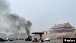 10月28日北京天安门广场城楼前,一辆旅游越野车撞车起火事件