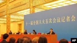 """中国总理温家宝在""""两会""""后举行记者会"""