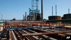 صنعت پترشیمی ایران برای توسعه و نوسازی نیازمند منابع خارجی است.