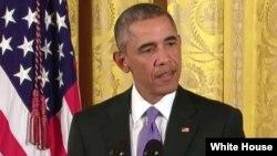 El presidente Barack Obama contesta preguntas durante una conferencia de prensa en la Casa Blanca.