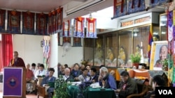 Tibetan Doctors and Intellectuals Participate in the First Body, Mind, and Life Conference