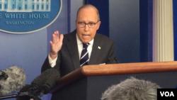 白宫首席经济顾问,国家经济委员会主席库德洛发表谈话(美国之音黄耀毅拍摄)