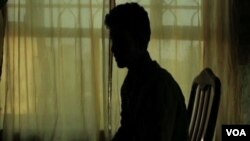 عمر میگوید که گروۀ داعش از بیسوادی او استفاده کرده و او را استخدام کردند