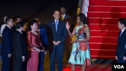 Michelle Obama ကေမာၻဒီးယားႏုိင္ငံကို ဆိုက္ေရာက္။