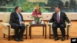 美国国务卿在北京人民大会堂会晤中国国家主席习近平。(2018年6月14日)