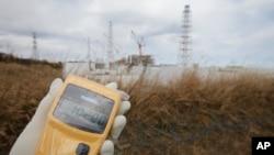 2012年2月20日監測人員對日本福島核放射物輻射進行監測。
