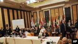 Παρατείνεται η παραμονή των παρατηρητών του Αραβικού Συνδέσμου στη Συρία