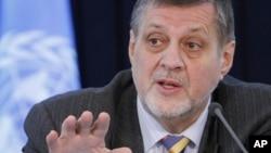 Ông Jan Kubis, người đứng đầu Phái bộ Viện trợ Liên hiệp Quốc ở Afghanistan phát biểu trong một cuộc họp báo ở Kabul