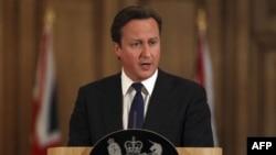 Thủ tướng Cameron nói giám đốc James Murdoch của tập đoàn truyền thông News Corporation cần phải giải đáp các câu hỏi liên quan đến buổi điều trần trước quốc hội xoay quanh việc ông biết gì về hoạt động nghe lén điện thoại
