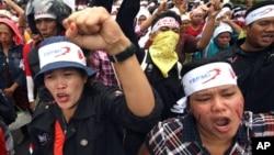 Demonstrasi pekerja awal Oktober. Upah pekerja pabrik di Indonesia merupakan salah satu yang terendah di Asia. (Foto: Dok)