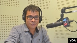 Mr. Ou Ritthy, co-founder of Politikoffee, political affairs-oriented youth group, talks about Cambodian youth demands for policy debates by competing political leaders on VOA Khmer's Hello VOA radio call-in show, Monday, February 09, 2015. (Lim Sothy/VOA
