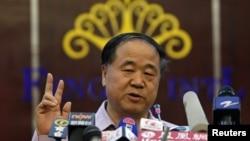 中国作家莫言10月12日在他的家乡山东高密举行的记者会上