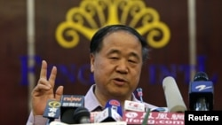 Chinese writer Mo Yan gestures during a news conference in his hometown of Gaomi, Shandong province, October 12, 2012.
