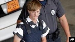 Kebencian rasial mendorong Dylann Roof membunuh sembilan orang di sebuah gereja kulit hitam di Charleston, South Carolina, tahun 2015. (AP/Chuck Burton)