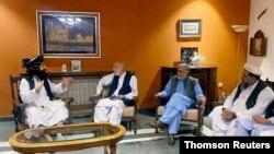 دیدار عبدالله عبدالله و حامد کرزی با هیات طالبان در کابل