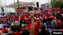 지난 2014년 5월 탁신 친나왓 전 태국 총리를 지지자들이 방콕 외곽에서 시위를 벌이고 있다.