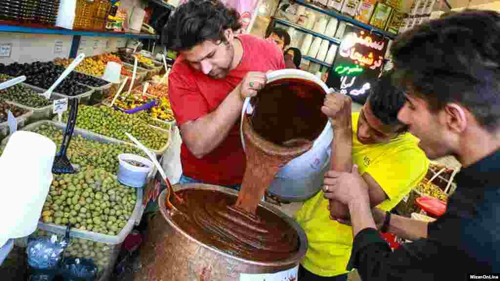 سمنو یکی از خوراکیهای قدیمی و جزئی از سفره هفتسین است. البته گویا جوانترها خیلی با مزهاش میانهای ندارند.