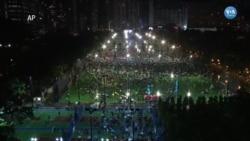 Hong Kong'da Binlerce Kişi Sokaklarda