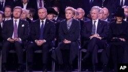 Президент Польши Анджей Дуда (второй слева) на церемонии 75-ой годовщины освобождения нацистского лагеря смерти Освенцим. 27 января 2020 г.