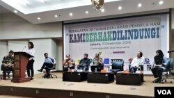 Peringatan 20 Tahun Deklarasi Pembela HAM yang digelar di Gedung Komisi Yudisial, Kamis (13/12). (VOA/Ahmad Bhagaskoro)