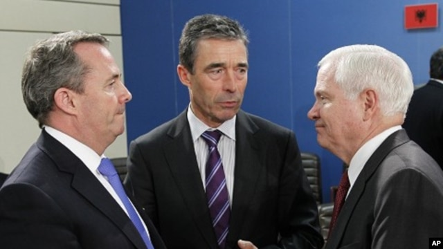 British Defense Secretary Liam Fox (L) talks to NATO Secretary General Anders Fogh Rasmussen (C) and U.S. Secretary of Defense Robert Gates during a NATO defense ministers meeting at the Alliance headquarters in Brussels June 8, 2011.