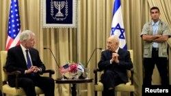 ປະທານາທິບໍດີອິສຣາແອລ ທ່ານ Shimon Peres (ກາງ) ແລະລັດຖະມົນຕີກະຊວງປ້ອງກັນປະເທດ ສຫລ ທ່ານ Chuck Hagel ພົບປະກັນ ທີ່ນະຄອນເຈຣູຊາແລັມ (16 ພຶດສະພາ 2014)