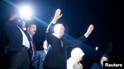 Thủ tướng Recep Tayyip Erdogan về đến sân bay Ataturk ở Istanbul, 7/6/13