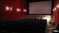 سالن های سینماهای ایران خالی از تماشاگران می شوند