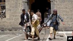 Các vụ tấn công diễn ra vào khoảng gần giờ các buổi cầu kinh giữa trưa ngày thứ Sáu tại đền thờ Badr và đền al-Hashoosh.