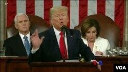 Prezidan ameriken an Donald Trump pandan li tap fè diskou sou eta nasyon an devan 2 chanm Kongrè reyini. Madi 4 fevriye 2020 an.