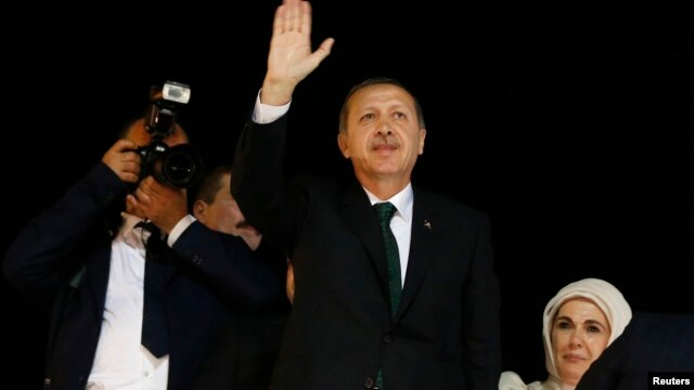 Turkey's Prime Minister Tayyip Erdogan (C) waves to supporters after arriving at Istanbul's Ataturk airport early June 7, 2013.